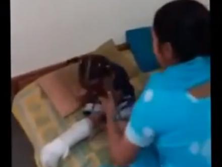 Старший брат снял, как мачеха избивает его сестру и запихивает её в мешок - ВИДЕО