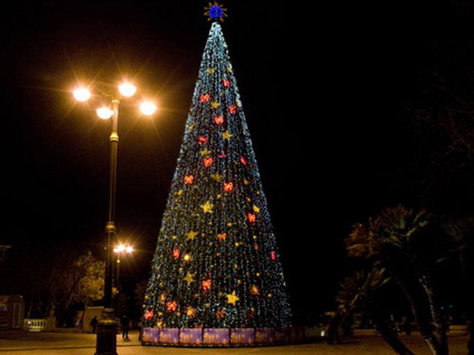 В Баку будет установлена елка высотой с 9-этажный дом