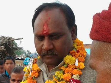 В Индии министра счастья разыскивают за убийство