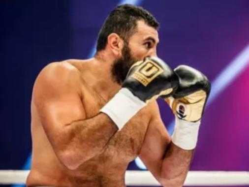 Замик Атакишиев вышел на ринг в Екатеринбурге