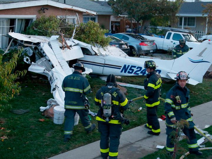 ВСША при крушении маленького самолета погибли три человека и собачка