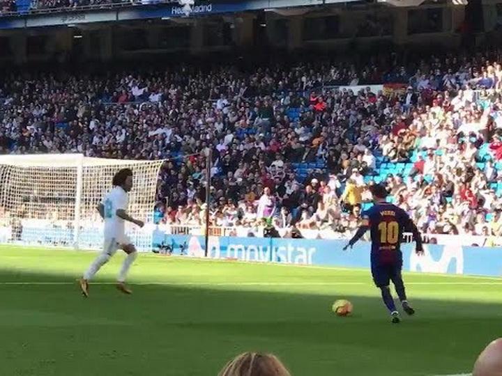 Месси сделал голевой пас вматче с«Реалом» без бутсы
