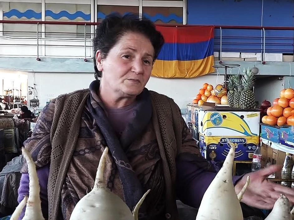 Ереванский рынок напоминает похоронное бюро – никто не заходит, ничего не покупают