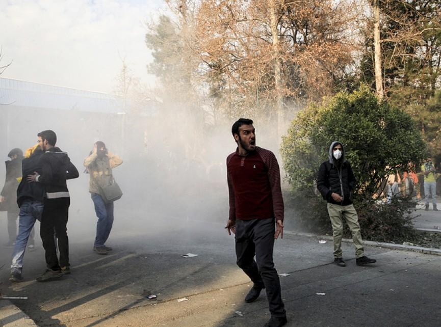 İranda etiraz aksiyaları nəticəsində ölənlərin sayı 10-a çatıb