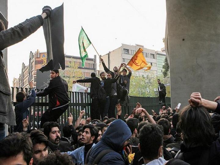 İranda etiraz aksiyaları nəticəsindəölənlərin sayı 20-ni ötüb