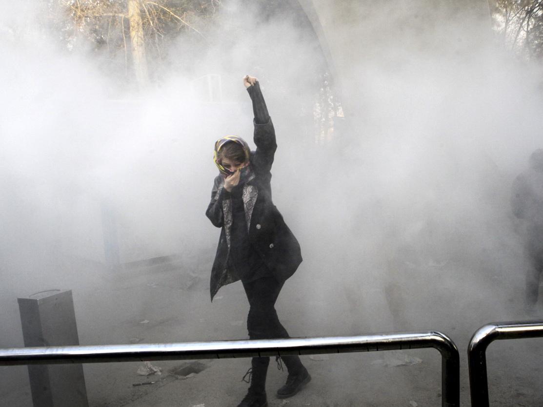 ВИране вовремя акции протеста убили полицейского