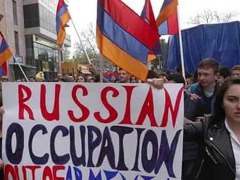 «Кавказский барометр»: Авторитет России в Армениинеуклонно падает