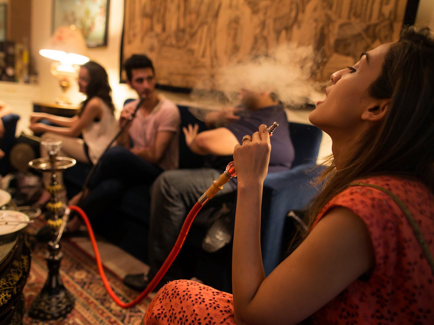 О том, в каких ресторанах можно будет курить сигареты и кальян в Баку - ПОДРОБНОСТИ