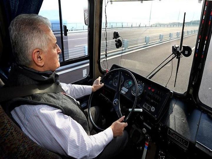 Премьер-министр, водящий автобус: Скучаю по былым временам – ФОТО - ВИДЕО
