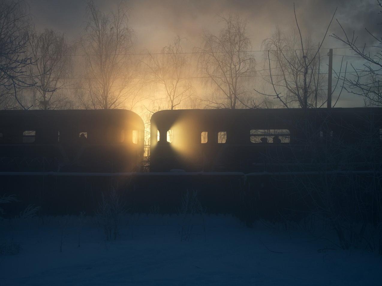 В Японии сотни пассажиров провели ночь в застрявшем из-за снега поезде