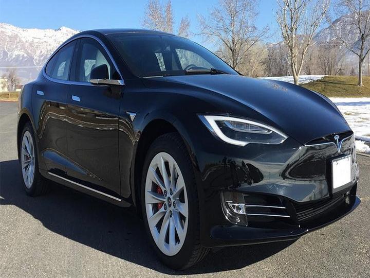 Tesla Model S превратили в быстрейший в мире бронированный автомобиль - ВИДЕО