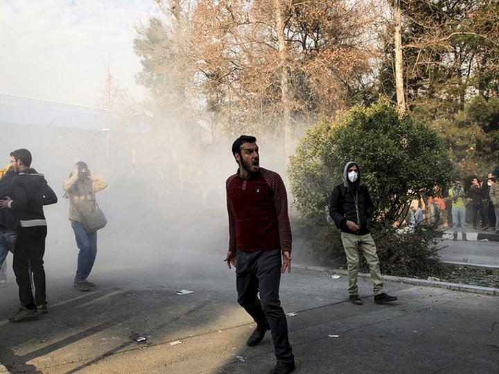 Иранские власти подтвердили смерть 25 человек впроцессе недавних протестов