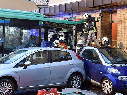 В ДТП со школьным автобусом в Германии пострадали 43 ребенка - ФОТО - ОБНОВЛЕНО