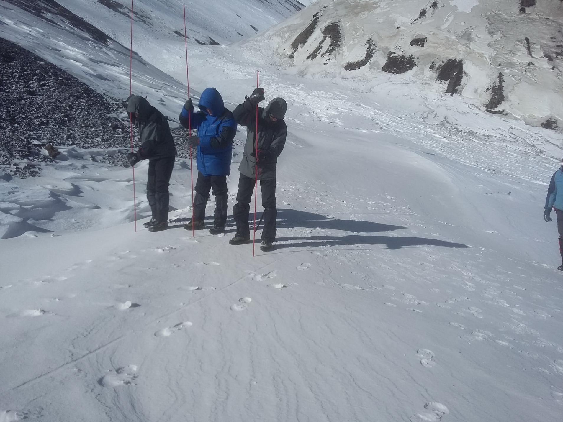 К поискам азербайджанских альпинистов подключились турецкие специалисты