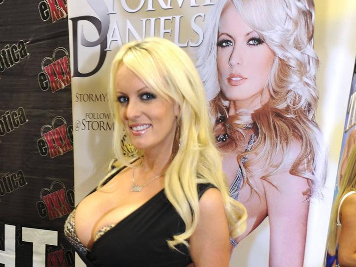 Штатская порнозвезда поведала освоем романе сТрампом