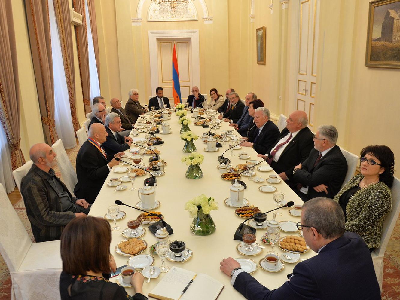 Серж Саргсян представил кандидата впрезиденты Армении
