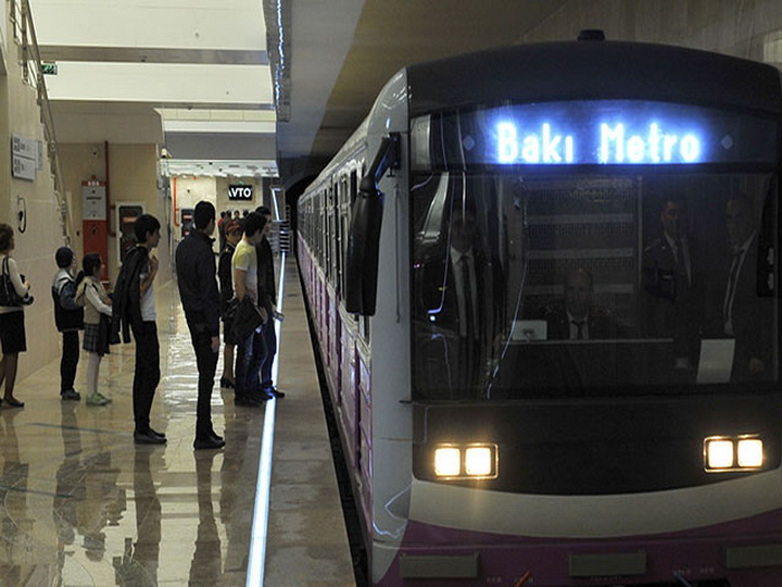 Bakı metrosunda qatar tuneldə qalıb, intervalda gecikmələr var - YENİLƏNİB