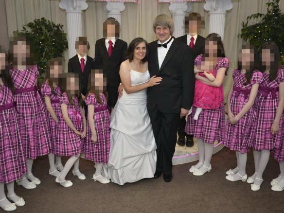 Родители, державшие 13 детей на цепи, заявляют о своей невиновности – ФОТО – ВИДЕО