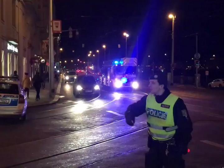 В центре Праги горит отель, сообщается о двух погибших и около 40 раненых - ВИДЕО