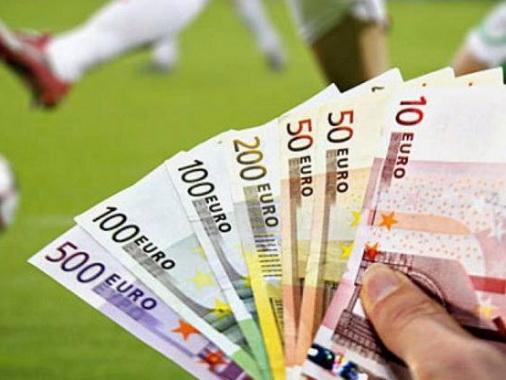 Названы 5 футбольных клубов, заработавшие в прошлом году больше всех
