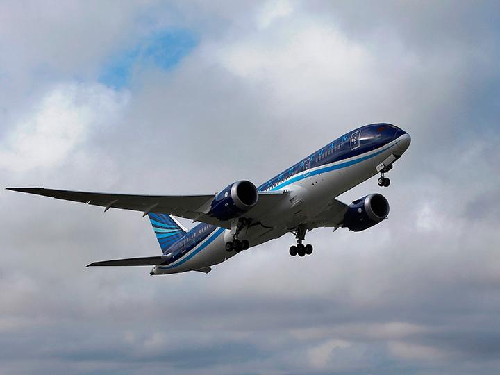 На авиарейсе Баку-Стамбул возникла техническая проблема