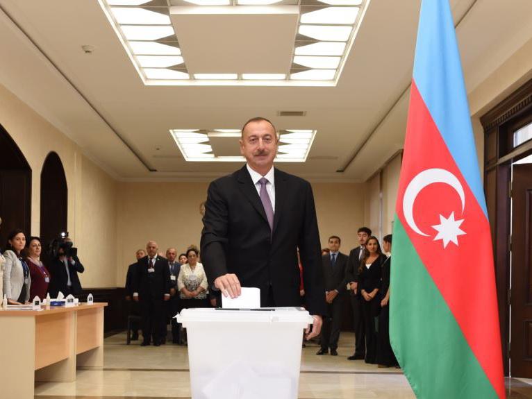 Президент Азербайджана подписал Распоряжение об объявлении внеочередных президентских выборов в стране