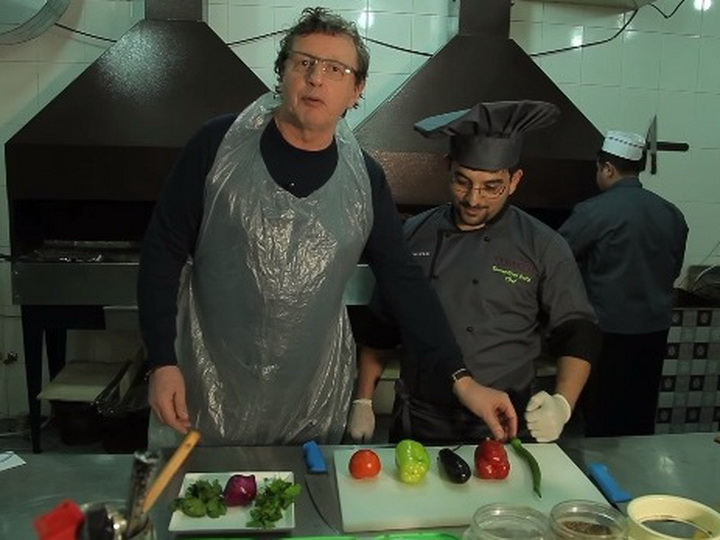 Михаил Ширвиндт приготовил мангал-салат и курицу по-нахчывански - ВИДЕО