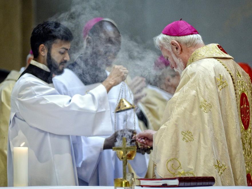 В Баку состоялась церемония, посвященная принятию сана епископа ординарием католической церкви в Азербайджане
