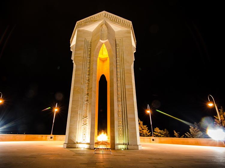 Начальник экспедиции: «Баиловский оползень не угрожает мемориалу «Вечного огня»