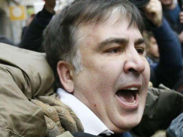 Появились видеозаписи жестокого задержания Саакашвили в Киеве – ВИДЕО