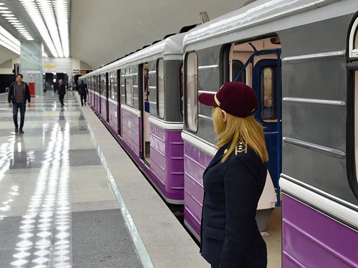 В Баку женщина упала на рельсы в метрополитене