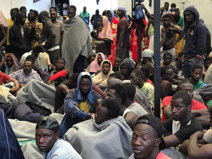Более 20 нелегальных мигрантов попытались пробраться в ОАЭ в бетономешалке