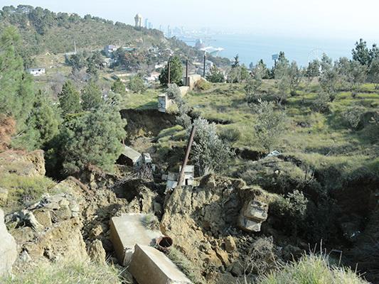 Оползень активно разрушает дома на Баиловском склоне – ФОТО