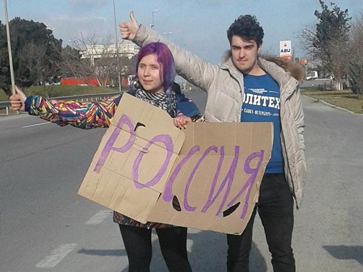 Питерские студенты, путешествуя по миру автостопом, доехали до Баку с пустыми карманами – ФОТО
