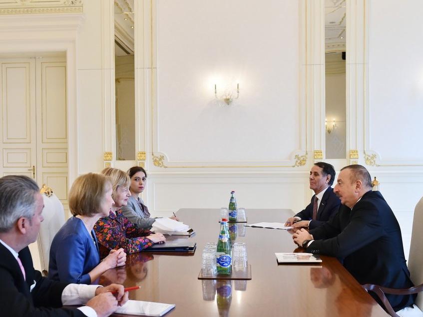 Ильхам Алиев принял торгового посланника премьер-министра Великобритании - ФОТО