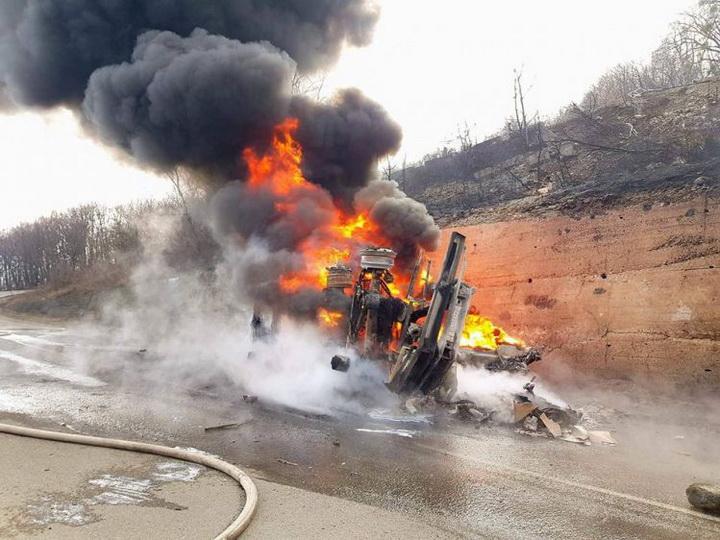 В Грузии на трассе взорвался бензовоз SOCAR