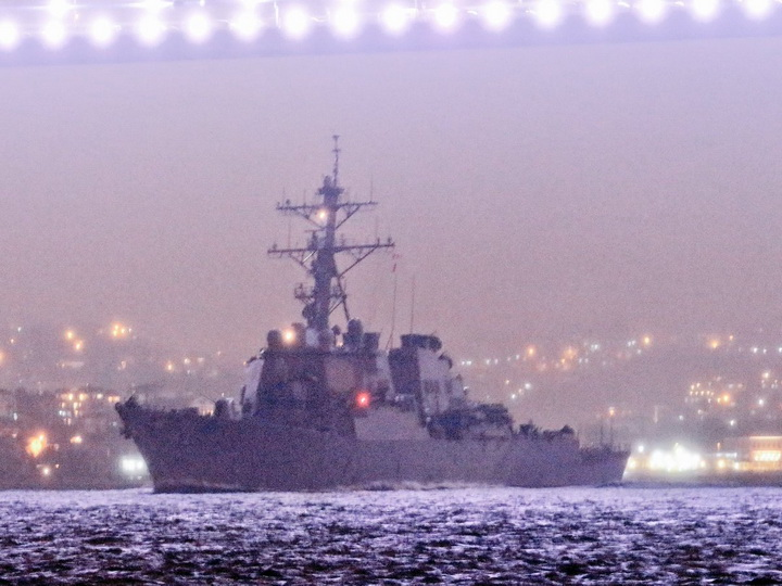 В Черное море вошел наносивший в апреле прошлого года удар по Сирии ракетный эсминец ВМС США - ФОТО