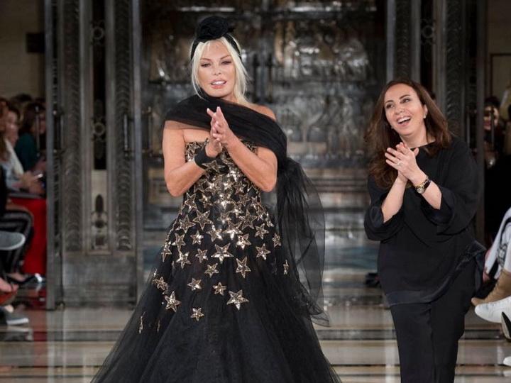 72-летняя Ажда Пеккан вышла на подиум в рамках Лондонской Недели моды – ФОТО – ВИДЕО