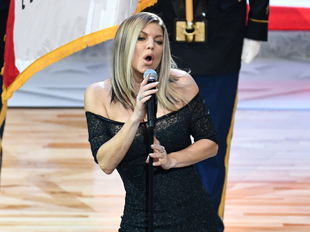 В Сети высмеяли Ферги, чересчур сексуально исполнившую гимн США – ВИДЕО