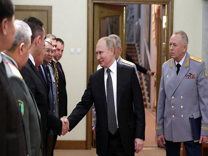 Putin general Kərim Vəliyevlə görüşüb