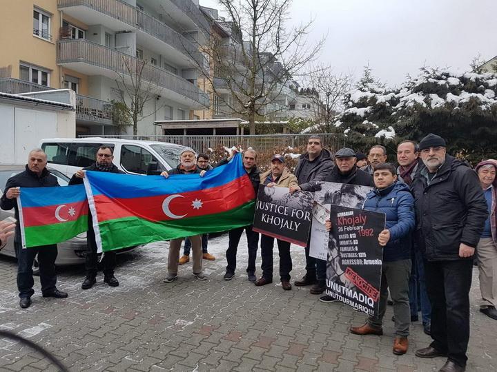 В Германии прошла акция протеста в связи с годовщиной Ходжалинской трагедии – ФОТО