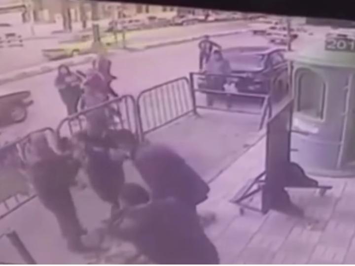 Polis eyvandan yıxılan uşağı xilas edib – FOTO – VİDEO