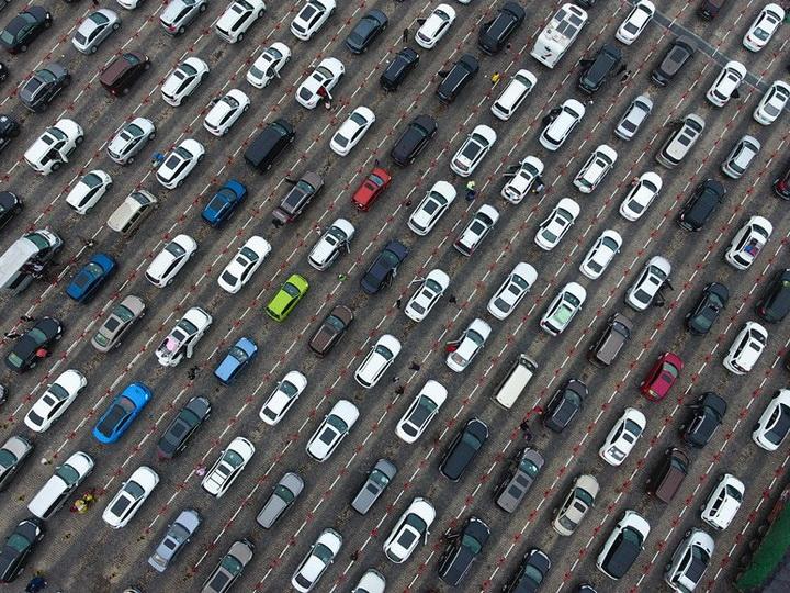 В Китае образовалась пробка из восьми тысяч машин из-за тумана