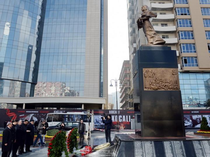 Представители еврейских религиозных общин в Азербайджане посетили памятник «Зов матери» - ФОТО