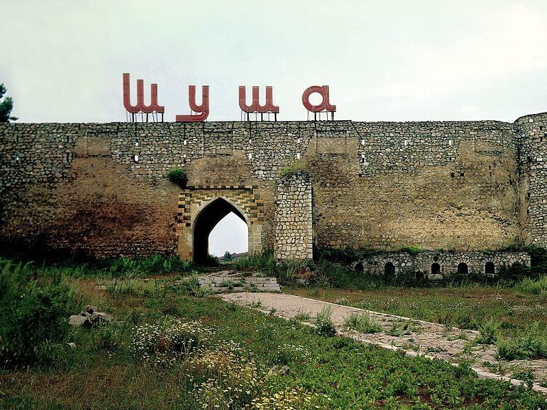 Армяне не смогли вырвать душу из Шуши: даже приглашенный армянами блогер заметил, что Карабах не армянский