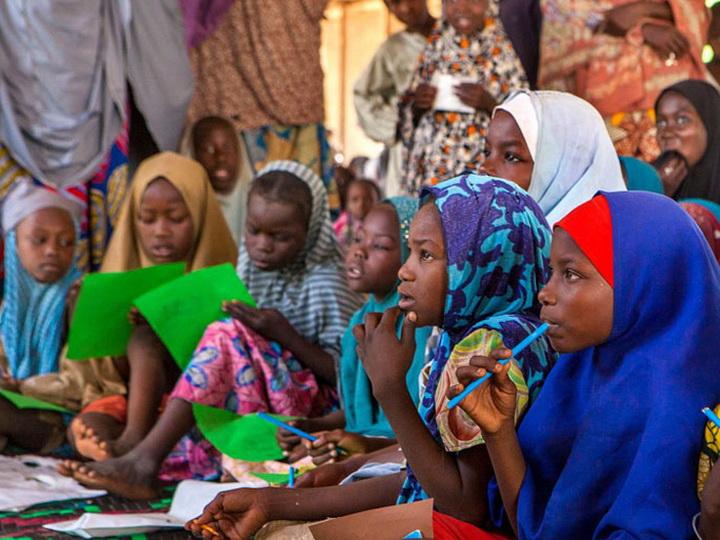 Боевики в Нигерии похитили более 100 школьниц
