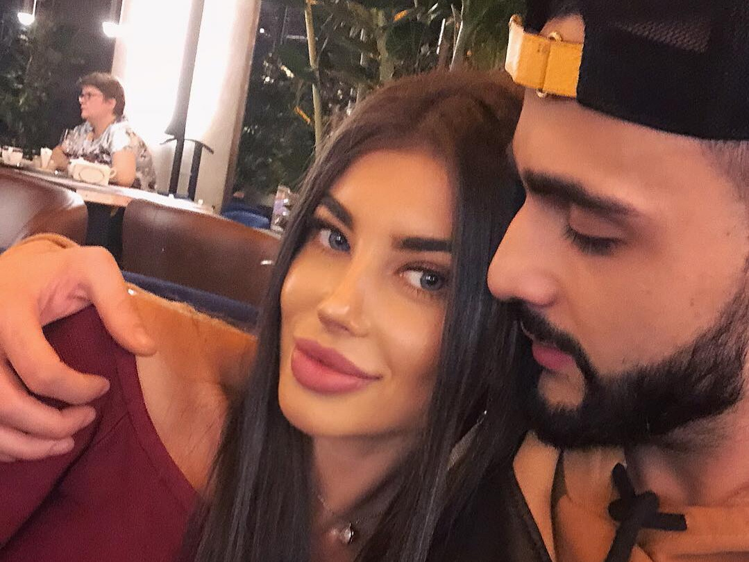 Красавица-девушка «самого популярного в Instagram азербайджанца» стала звездой в Сети – ФОТО