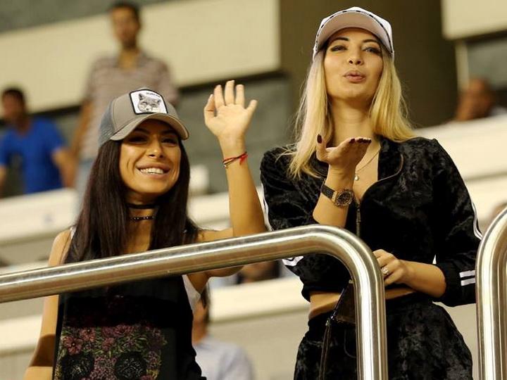 С 8 марта! Азербайджанские красавицы на футбольных стадионах! – ФОТО