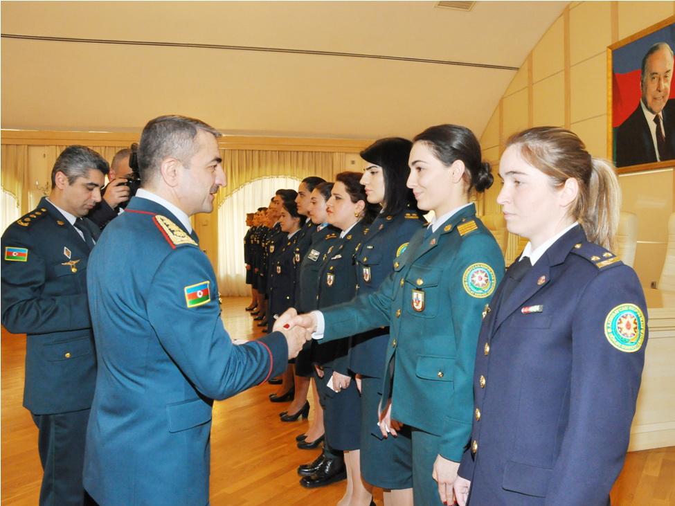 Генерал Эльчин Гулиев поздравил женщин-пограничников - ФОТО