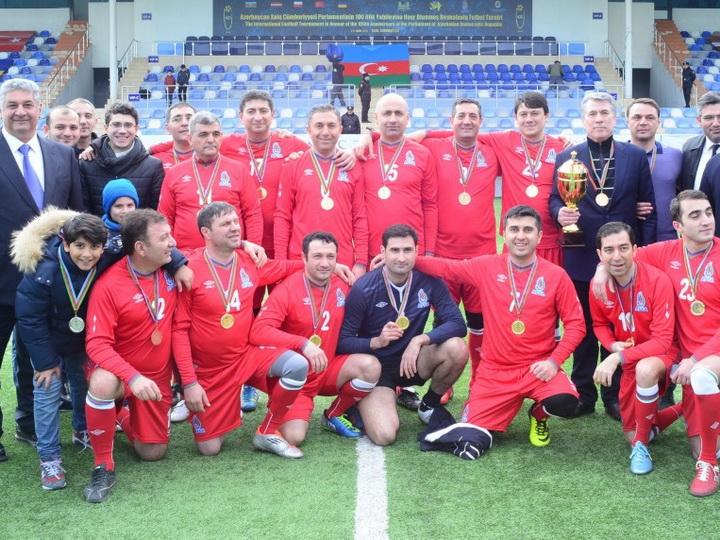 Парламентская футбольная команда Азербайджана стала победителем международного турнира - ФОТО